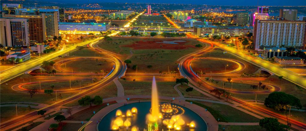 Foto noturna de Brasília